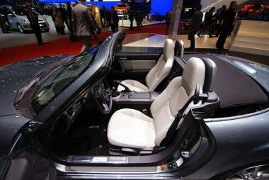 Id�n feh�r b�r�l�sekre sz�m�thatnak a Mazda MX-5 tulajdonosok
