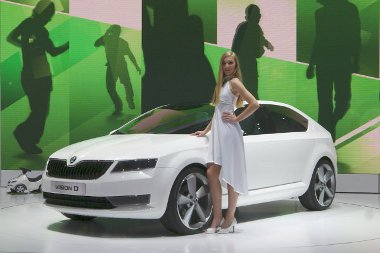 Egy, a Fabia �s az Octavia k�z�tti aut� el�fut�ra a VisionD. A miniaut� m�g n�la is hamarabb a keresked�sekben lesz