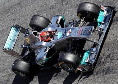 Schumacher a W02-essel kapcsolatban �rmes rem�nyeket t�pl�l
