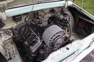 Az 1196 cm3-es, l�gh�t�s� V4-es 45 l�er�s. Megel�gedett a 86-os benzinnel