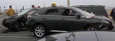 Szabadid�-aut� szabadid�-aut� h�t�n a t�meges karambolban, bal oldalon az �j Honda CR-V orra
