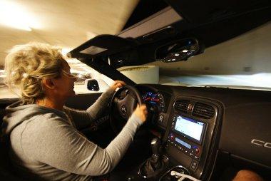 Hajnalban a legjobb Corvette kabri�zni – m�g nem t�z a nap, az utak n�ptelenek