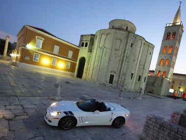 Corvette kabri� Zadar f�ter�n. Egyed�l�ll� �lm�ny volt, az aut� vezet�s�vel egyetemben