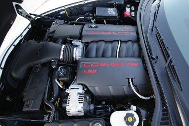 H�sz l�er�vel megemelt�k a 6,2 literes V8-as teljes�tm�ny�t a Grand Sport v�ltozat kedv��rt. A hangja tov�bbra is remek, ereje brut�lis