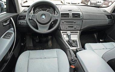 """Ingerszeg�ny BMW-bels�, az anyagokon nem �rz�dik a m�rka """"pr�mium"""" mivolt�nak var�zsa"""