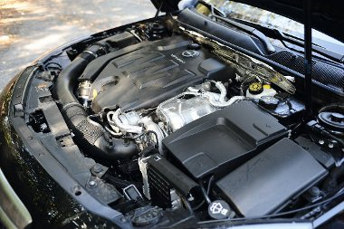A V6-os turb�motor nem olyan harcias, mint azt a k�ls� design mutatja