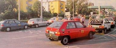 V�rni kell. A p�csi BP-k�tt�l m�r csak 7 aut� alkotja a karav�nt, a Lada Budapest fel� r�ngatja utasait
