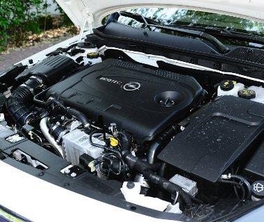 Pr�ma a dupla turb�s d�zel teljes�tm�nylead�sa, alacsony fordulaton (1750-t�l) is igen nyomat�kos (400 Nm) a 2,0 literes CDTI